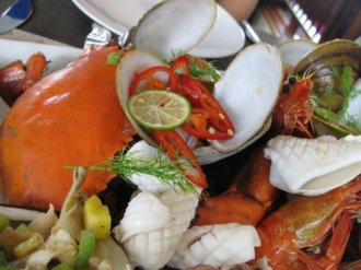 seafood platter luxury cruise halong bay
