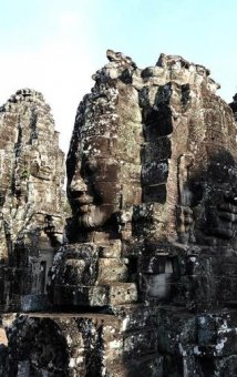 This picture taken on April 2, 2014 shows tourists visiting the Bayon temple, part of the Angkor architectural complex in north-western Cambodia. Cambodia's Angkor Wat has been digitally mapped for the first time, allowing people to visit the famed temples from the comfort of their armchair using Google Street View. AFP PHOTO/Christophe ARCHAMBAULT